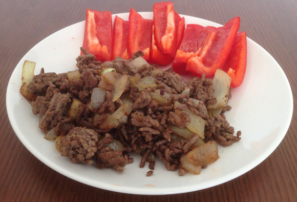 Рецепты здоровых блюд за 10 минут. Ground Beef With Onions and Red Bell Peppers