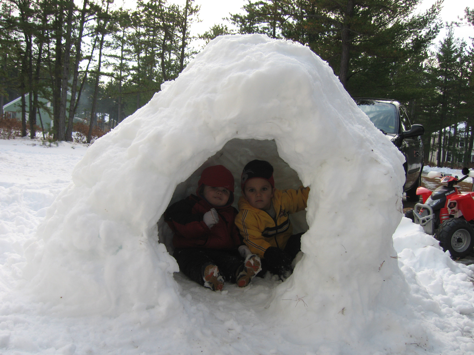 winter holidays, winter games, how to occupy a child outside in winter