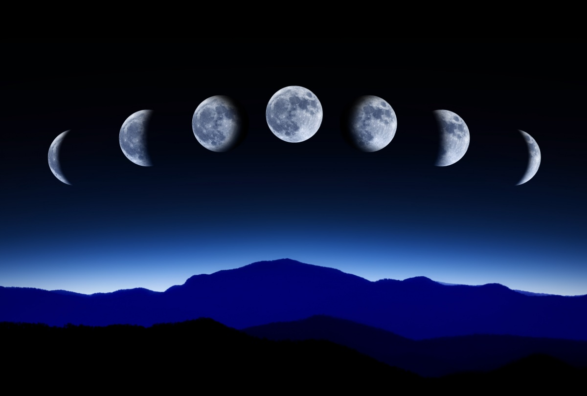 Phases of the moon in October 2016