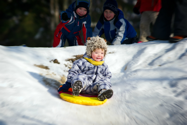 Winter vacation. How to take a child outside in the winter: winter games