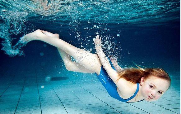 Swimming for children: the pros and cons - image №1