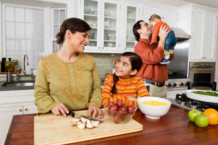Responsibilities of spouses: how to distribute the load between parents - image number 1