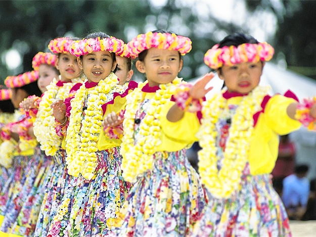 where to go with the child on the weekend of June 20-21: Hawaiian party