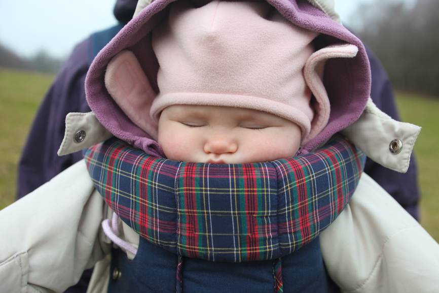 How to wear a baby so that he does not catch a cold? - image number 1