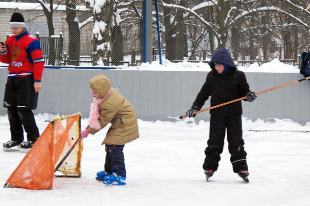 Family weekend: how to make a skating rink in the yard - image №1