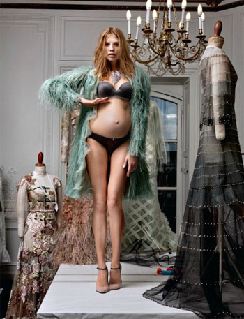 Model Elena Perminova told how she got in shape after giving birth - image number 7