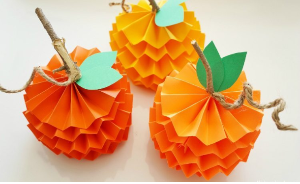 Autumn handmade paper crafts for your children: ideas for school or kindergarten with a photo
