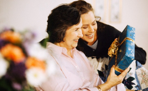 Ideas for congratulations and gifts for Mother's Day 2015